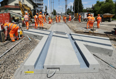 Vorfarbiziertes Bahnkreuz-Element aus Beton