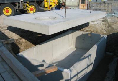 Retentionsbecken mit Deckel aus Beton